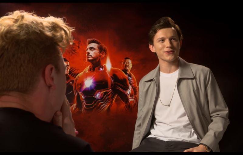 «Можно я оближу твои кроссовки?»: Блогер во время интервью с актером «Человека-паука»