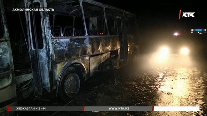 Почему загорелся автобус с 25 рабочими, рассказали