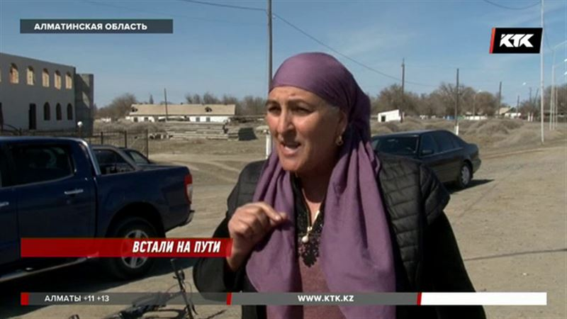 Жители Алматинской области не рады, что своими силами отремонтировали дорогу