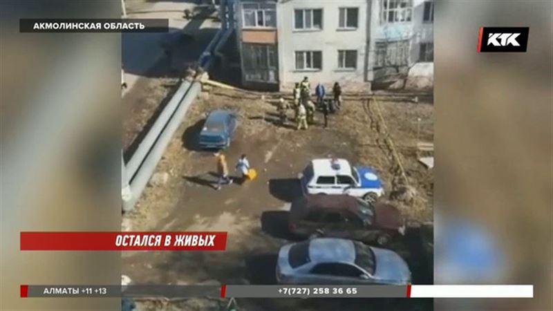 В Щучинске парень упал с пятого этажа