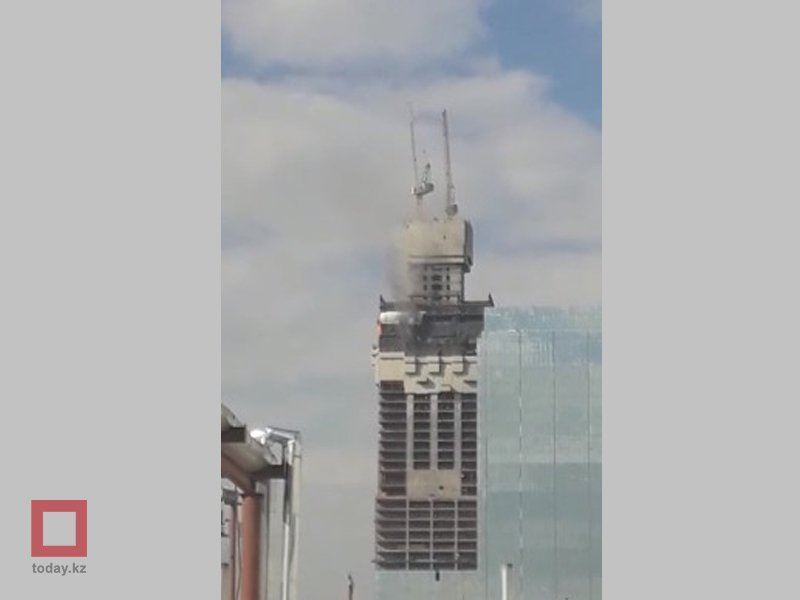 ВИДЕО: Астанадағы Абу-Даби кешені отқа оранды