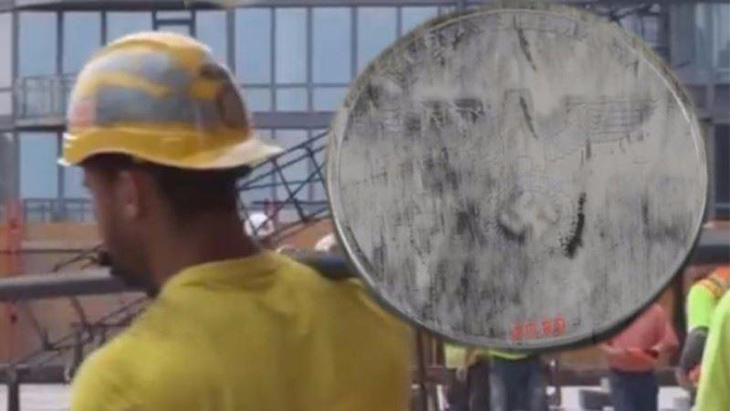Рабочий нашел на стройке нацистскую монету из 2039 года