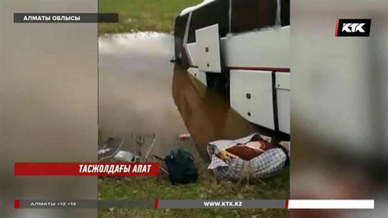 Алматы-Бішкек тас жолында автобус пен джип соқтығысты