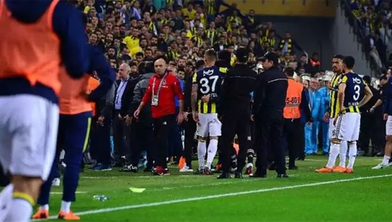 Тренеру пробили голову в полуфинальном матче кубка Турции