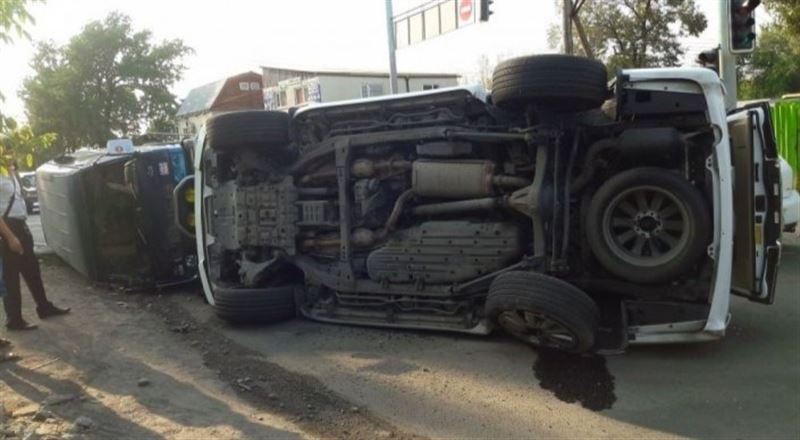 Жамбыл облысында автобус аударылды, қаза тапқандар бар