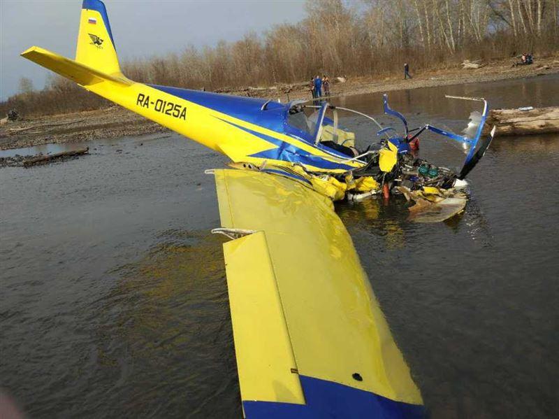 Очевидцы сняли на видео крушение легкомоторного самолета