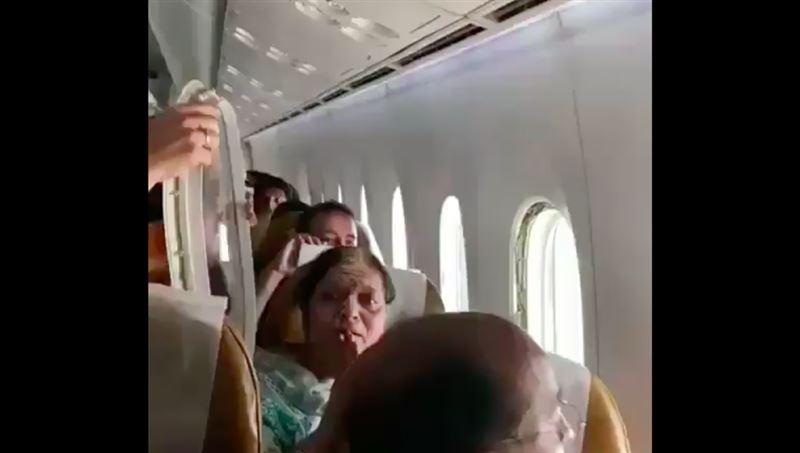 Во время полёта у индийского самолёта вывалился иллюминатор
