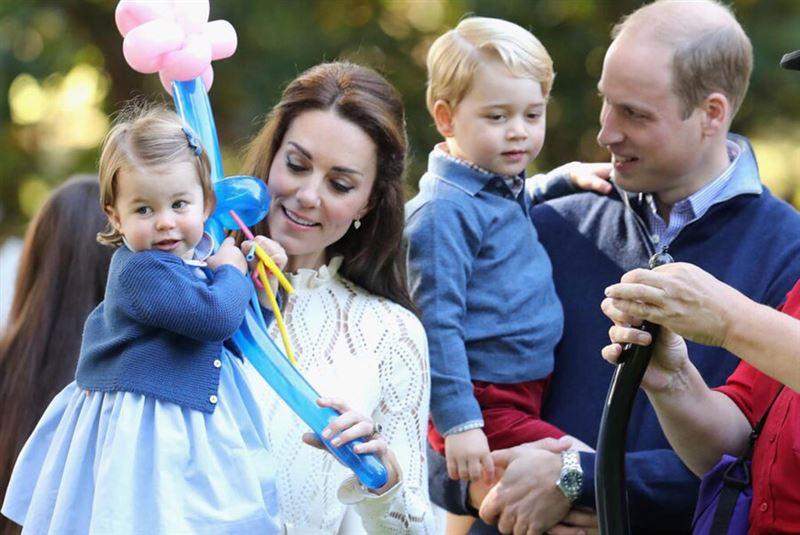 У британского принца Уильяма и его супруги герцогини Кембриджской Кэтрин родился еще один сын