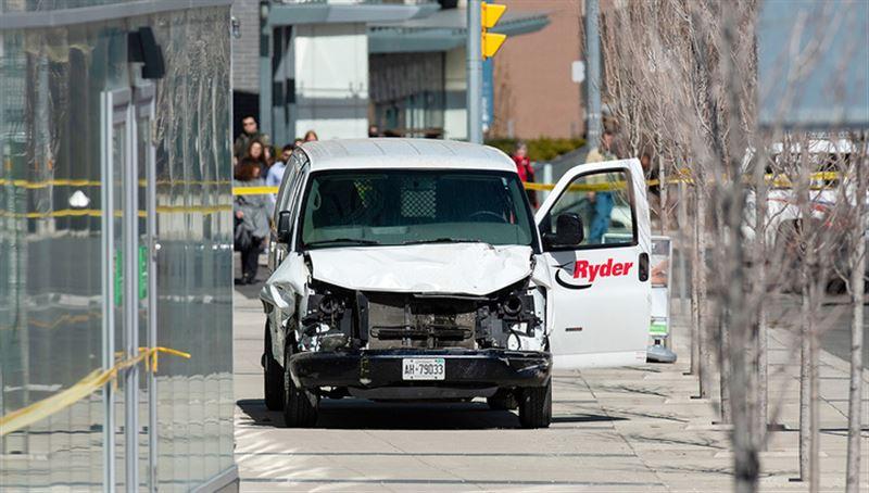 Число погибших при наезде минивэна в Торонто возросло до 10 человек