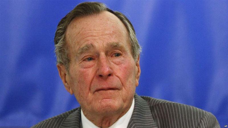 Джордж Буш-старший попал в больницу на следующий день после похорон жены