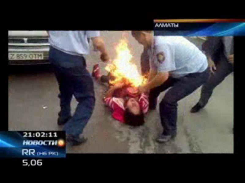 В Алматы на глазах у десятков свидетелей едва не покончила с собой мать пятерых детей