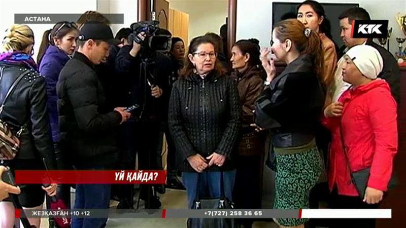 Астанада мемлекеттің арзан үйіне қолы жетпеген салымшылар банкке басып кірді