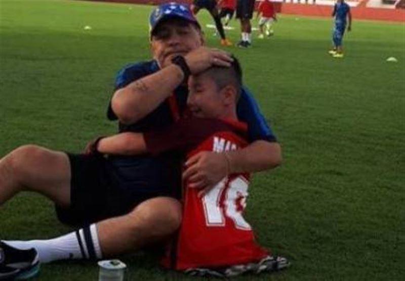 ФОТО: Әйгілі футболшы аяғы жоқ қазақстандық баламен футбол ойнады