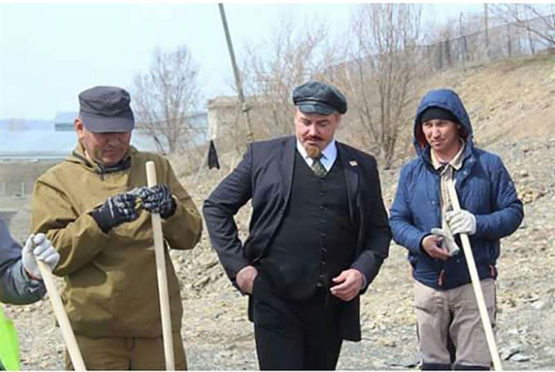 ФОТО: ШҚО-да Ленин тіріліп, сенбілікке шықты
