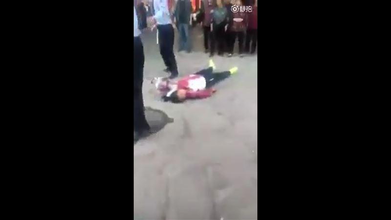 В Китае мужчина устроил бойню в школе. Семь человек погибли