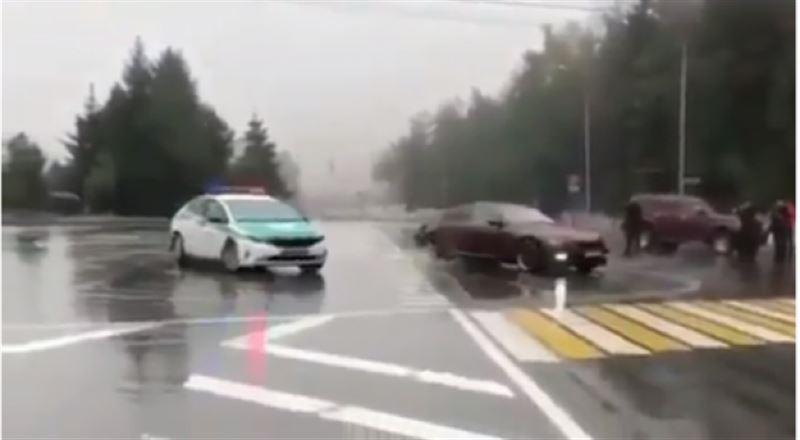 """""""Медеуде"""" полицейдің көзінше ойқастаған BMW жүргізушісі жазаланды"""
