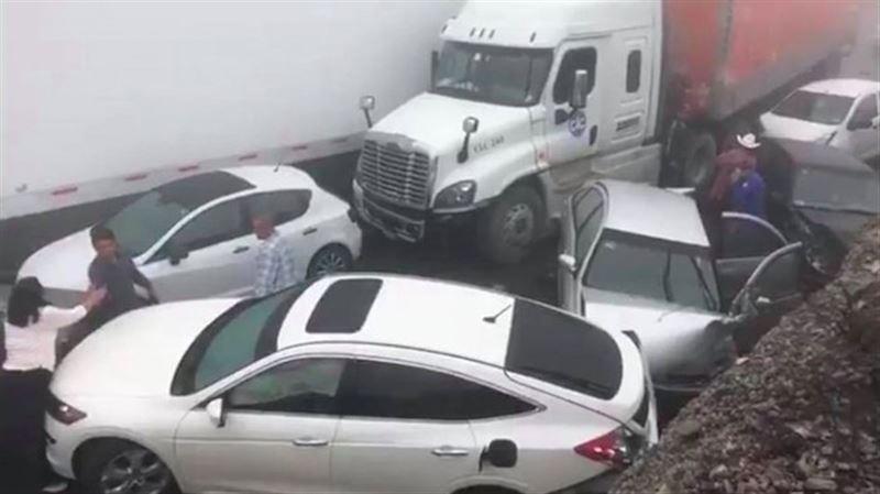 Около 50 авто столкнулось в Мексике из-за тумана