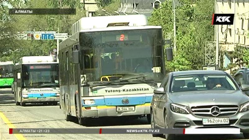 Алматинские перевозчики не хотят отказываться от кондукторов-нелегалов