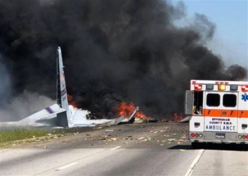 В США разбился военный самолет, погибли 9 человек