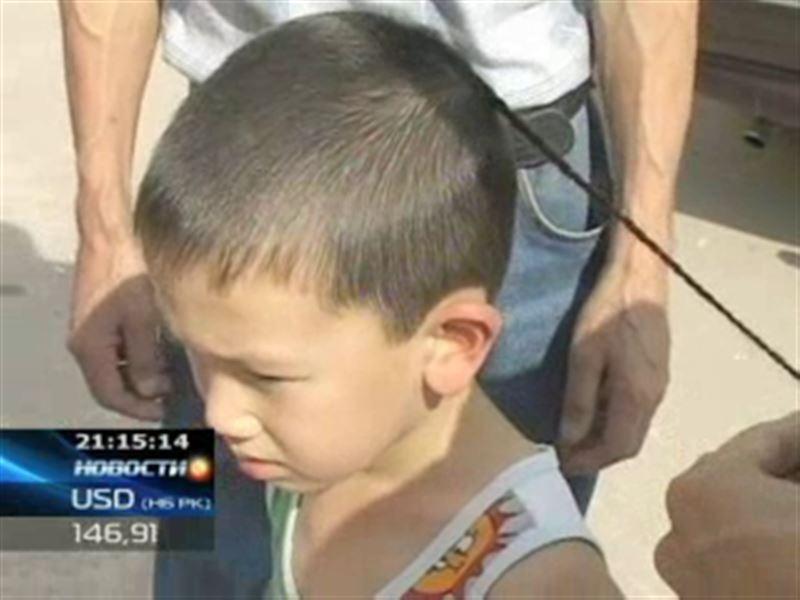 Косичка на голове малыша спровоцировала школьный скандал в Актобе