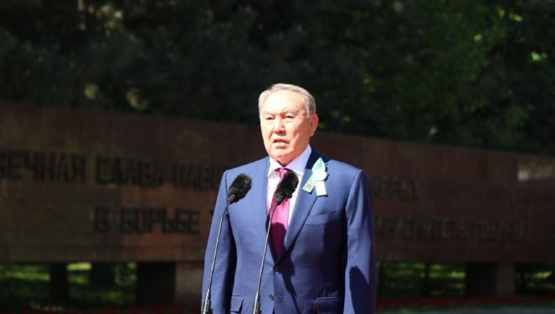 Президент Нурсултан Назарбаев поздравил казахстанцев с Днем Победы