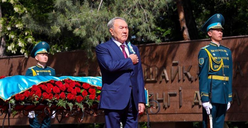 ФОТО: Нұрсұлтан Назарбаев қазақстандықтарды Жеңіс күнімен құттықтады