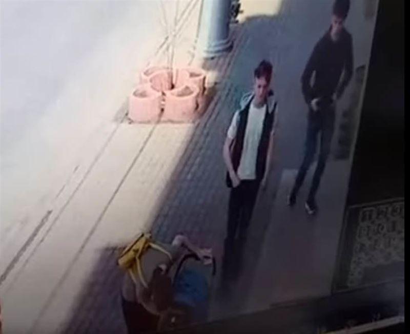 ВИДЕО: Ұрлықшы баласын анасы өз қолымен полицияға ұстап берді