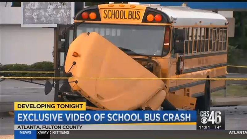 9 детей пострадали из-за аварии с участием школьного автобуса в США