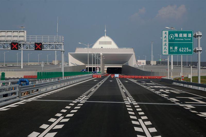Самый большой мост над морем длиной 55 километров открыт в Китае