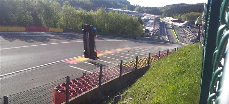 Российский гонщик сделал сальто на скорости 300 километров в час