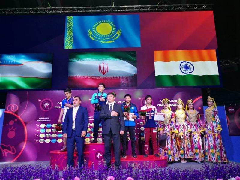 ФОТО: Қазақстандық балуан Ташкентте Азия чемпионы атанды