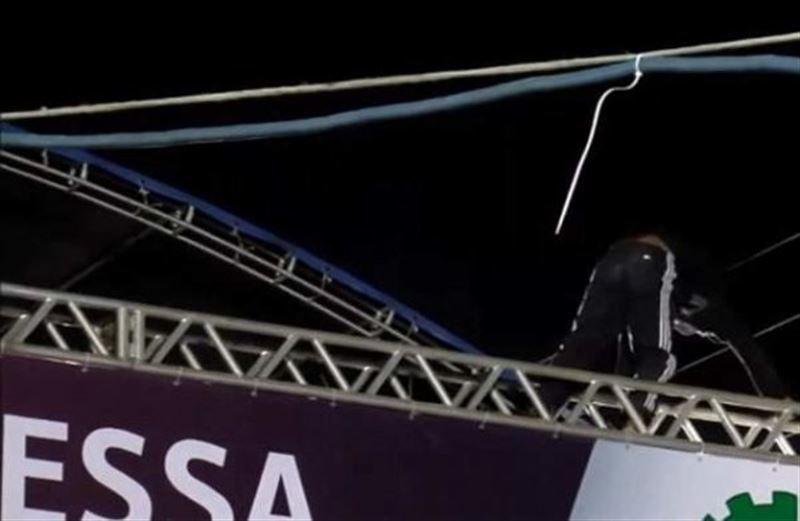 В Бразилии мужчину убило током на крыше сцены фестиваля