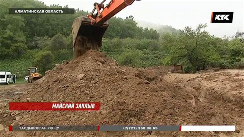 Алматинские коммунальщики обвинили в потопе самих горожан