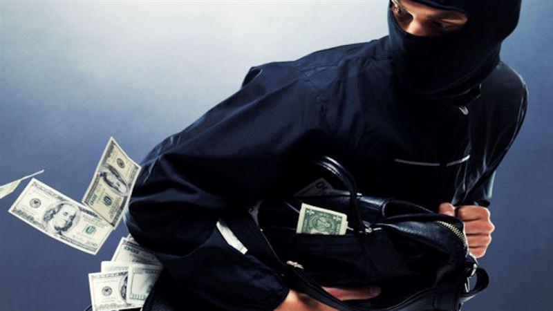 ВИДЕО: В Москве у прохожего украли 18 миллионов рублей