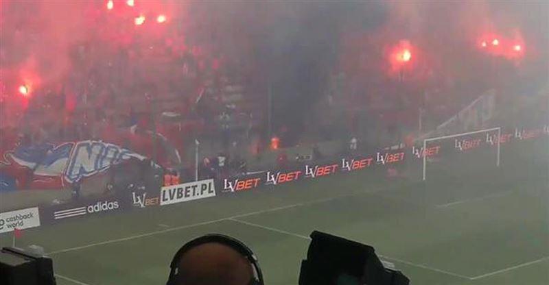 Фанаты польского ФК случайно сожгли свой баннер с надписью «Мы никогда не сгорим»