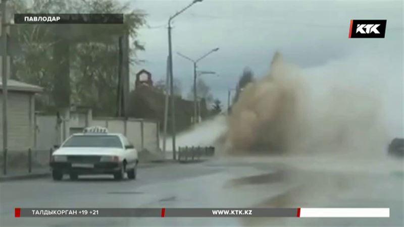 Фонтан кипятка с грязью забил в Павлодаре