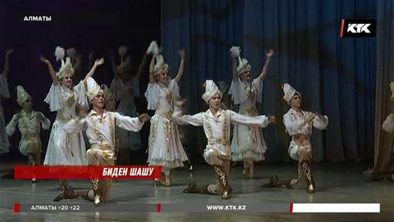 """Алматыда """"Салтанат"""" би ансамбілі концерт берді"""
