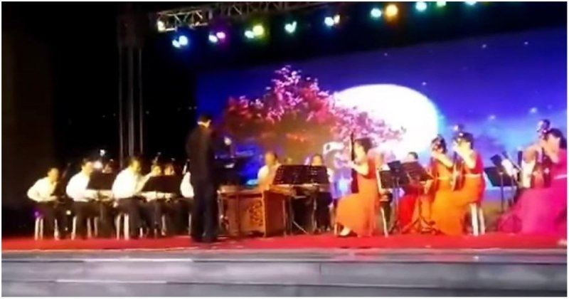 ВИДЕО: Концерт кезінде музыканттардың үстіне зілдей темір конструкция құлап түсті