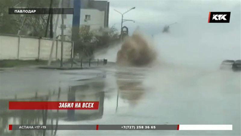 Вырвавшийся из-под земли кипяток обрушился на автомобили