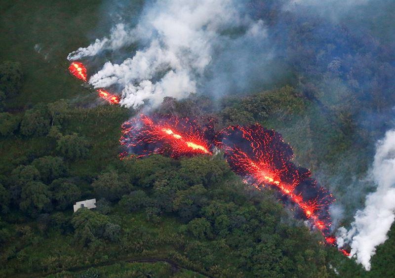 Наивысший уровень опасности объявлен на Гавайях из-за извержения вулкана