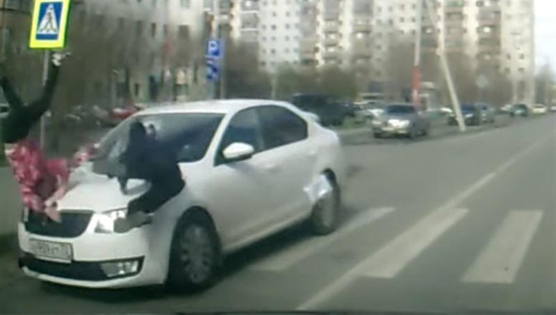 На пешеходном переходе машина сбила двух детей