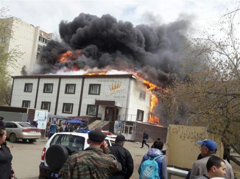 В Кокшетау эвакуированы 35 посетителей загоревшегося торгового центра