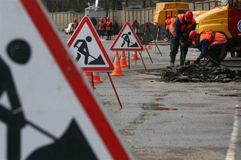 В Алматы 9 улиц перекрыты из-за ремонта дорог
