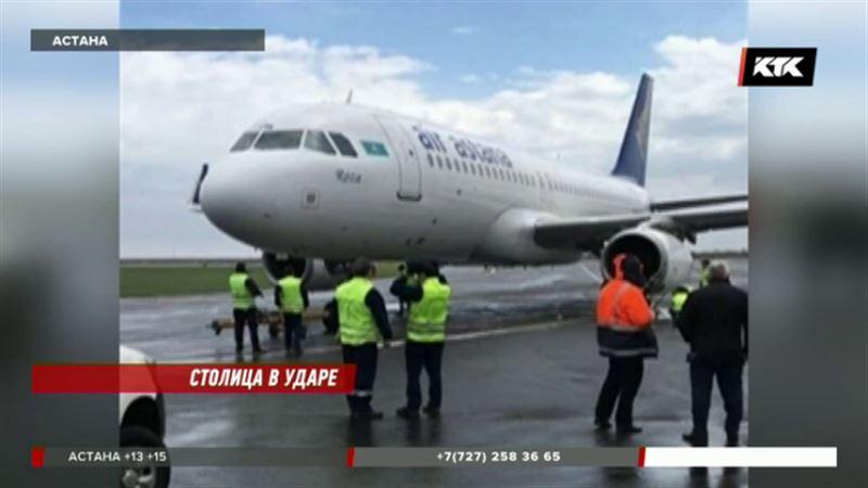 Сильнейший ветер в Астане даже сдвинул самолет со взлетно-посадочной полосы