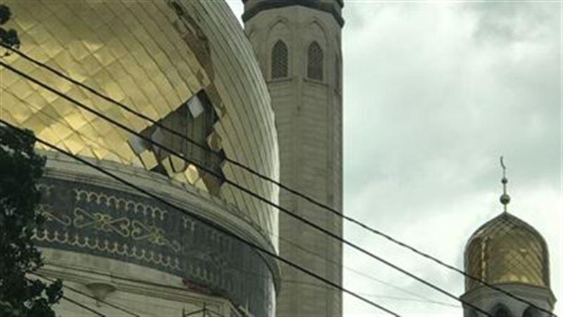 Из-за сильного ветра в Алматы оказался поврежден купол мечети