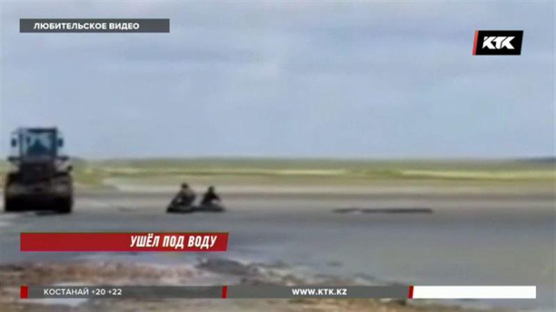 В Акмолинской области утонул УАЗ