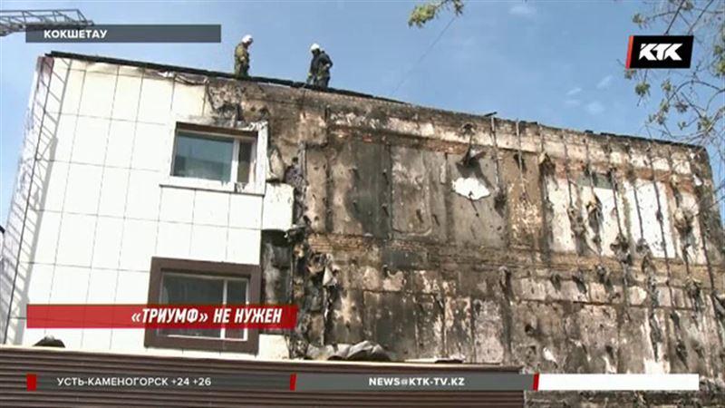 Кокшетаусцы требуют снести горевший торговый дом