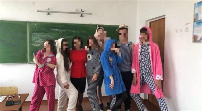 Қостанайда мектеп түлектері сабаққа пижамамен барған