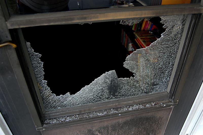 Төтенше оқиға: Атақты музейдегі атақты картинаны темір діңгекпен ұрып бүдірді