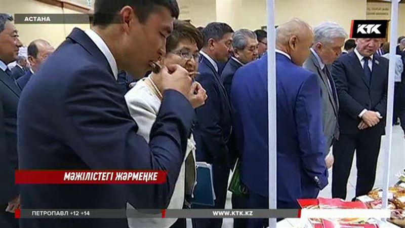 Мәжіліс пе, базар ма?:  Шөкеев депутаттардың қарнын тойғызды